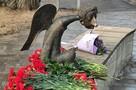 Памятник-ангел в честь умерших от коронавируса медиков появился на набережной Карповки