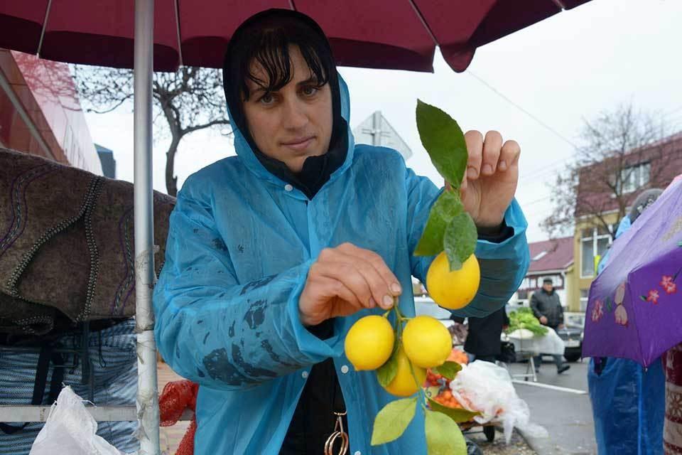 Рынки Сочи в межсезонье: Почем цитрусовый рай и ароматерапия черемшой