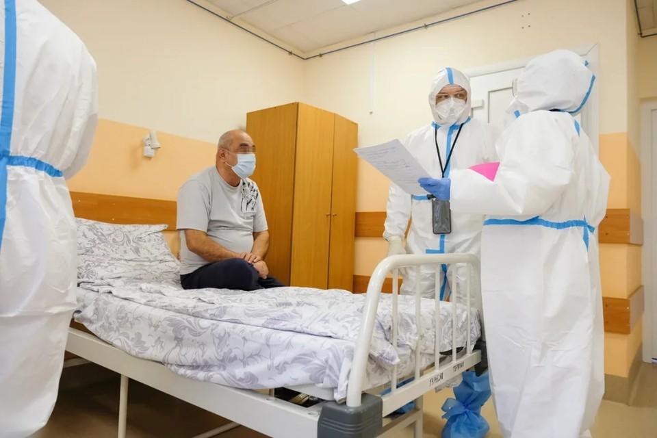 В Санкт-Петербурге резко выросло суточное число больных коронавирусом.