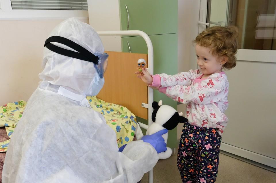 Сейчас в больнице Филатова около 80 детей. В разгар эпидемии количество пациентов доходило до 200.