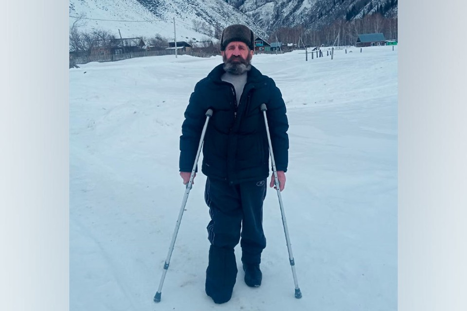 Геннадий Куликов отправился в горы, чтобы подыскать места для тебеневки. Фото Андрея Куликова.