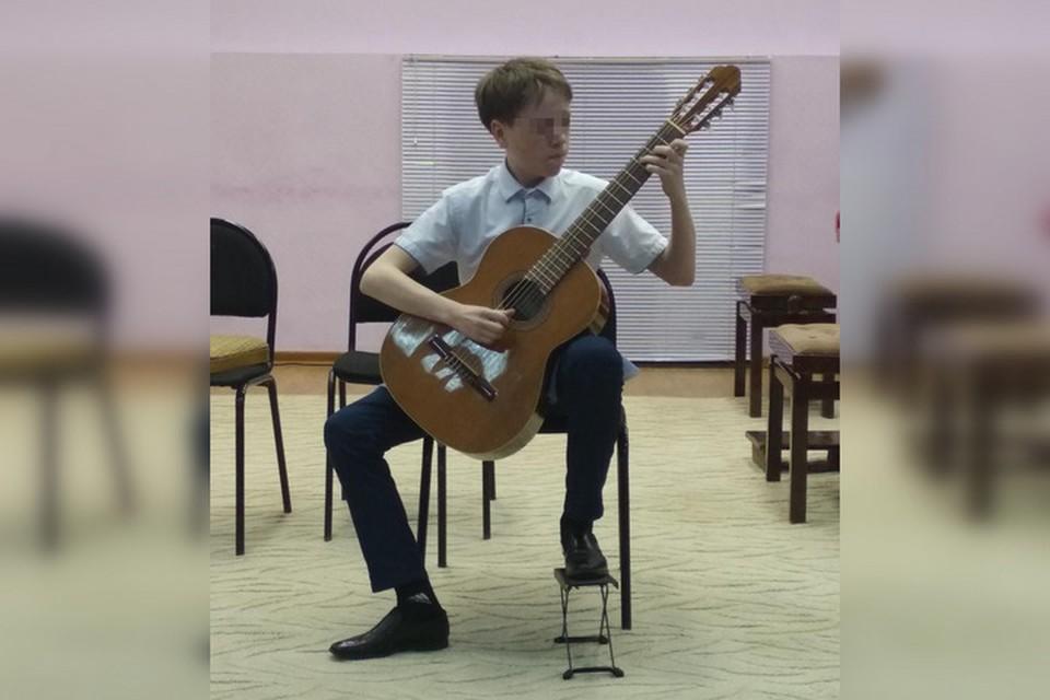 Еще недавно подросток был гордостью школы искусств и выступал на Всероссийском конкурсе, сейчас он в СИЗО по обвинению в тройном убийстве. Фото: соцсети.