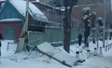 «Возвращались с празднования 8 марта»: Появились подробности ЧП с плитой, упавшей на людей в Омске