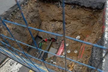 Рабочего насмерть засыпало землей при обвале траншеи в Санкт-Петербурге