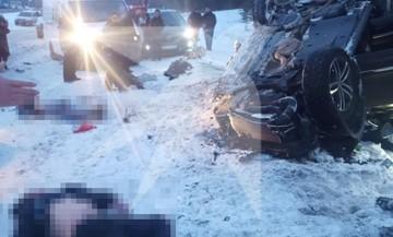 Семь человек погибли в крупном ДТП с грузовиком и легковушкой под Самарой
