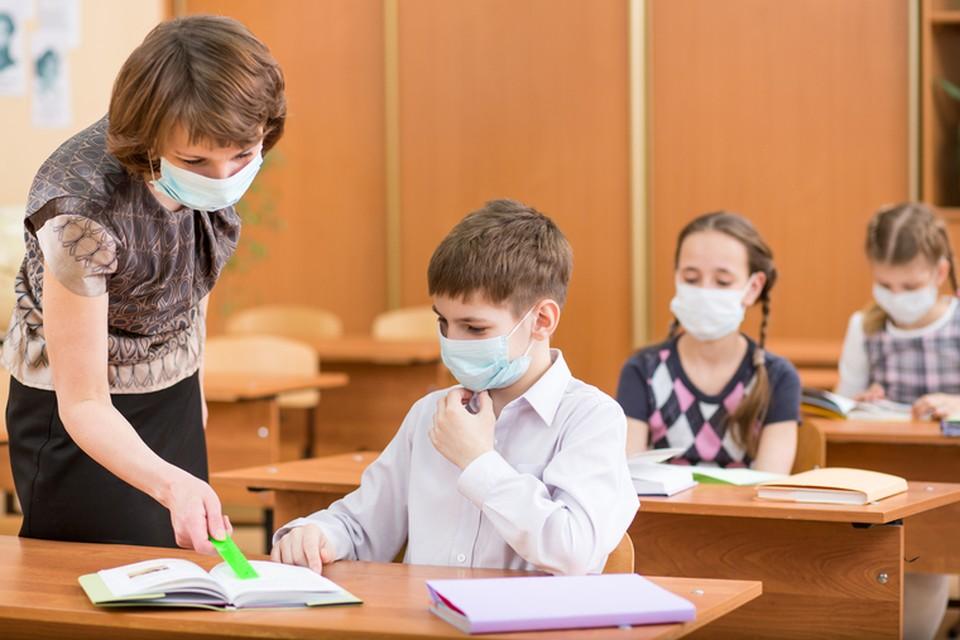 Дети переносят вирус и им заражаются учителя и другие ученики. Фото: соцсети