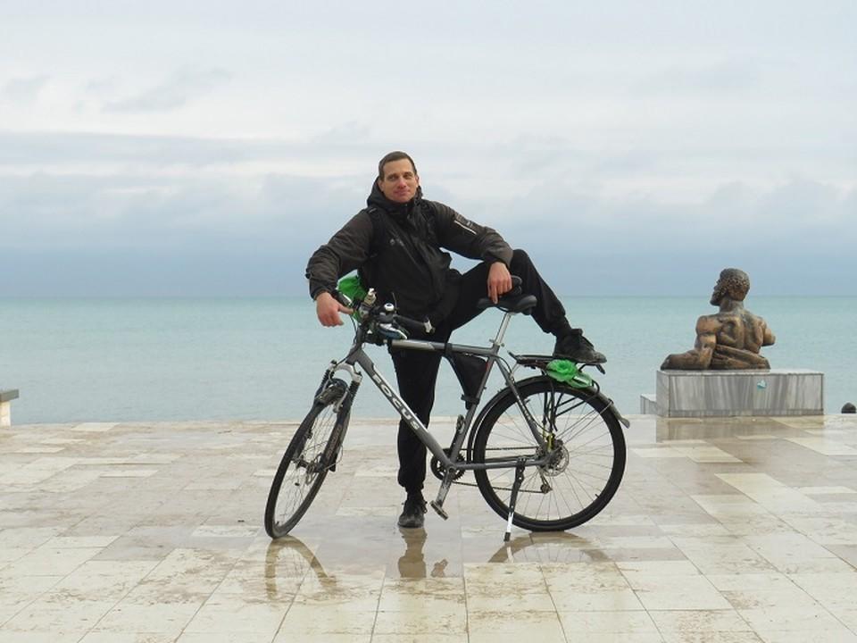 Симферополец постоянно устраивает в родном Крыму бесплатные велопрогулки. Фото: из архива Андрея Боброва