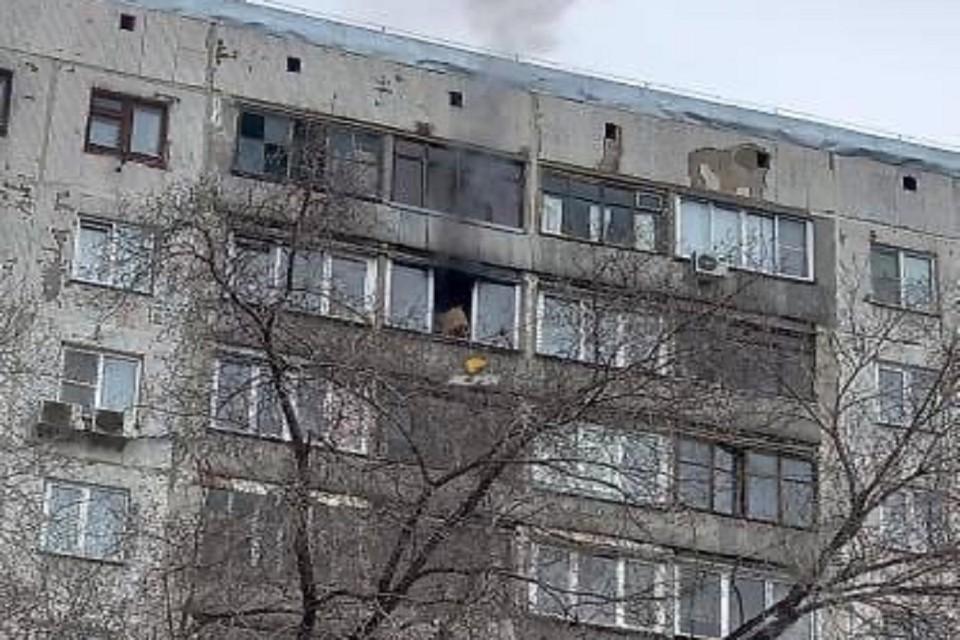 """Загорелась высотка на улице Фрунзе в Новосибирске. Фото: """"АСТ - 54""""."""
