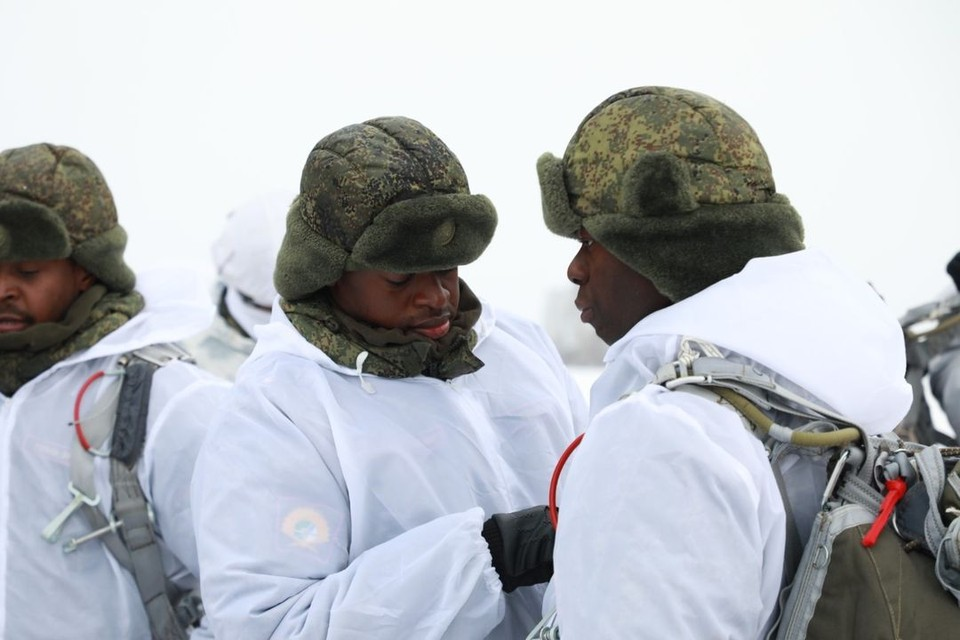 Курсанты Новосибирского высшего военного командного училища выполнили первые. Фото: пресс-служба ЦВО
