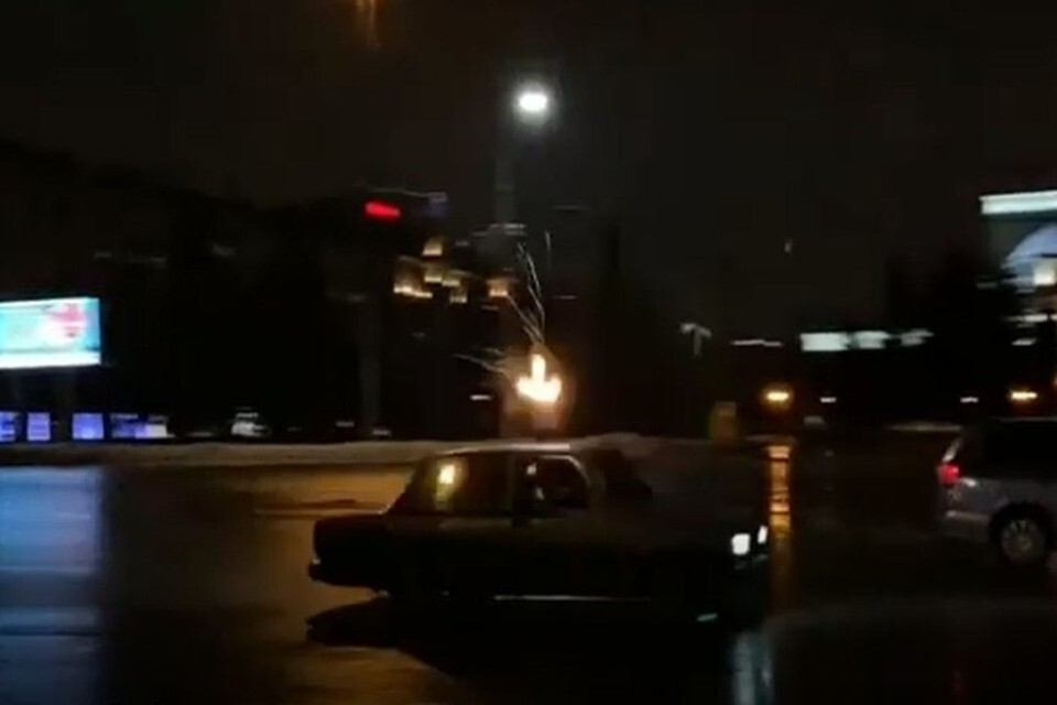 В Новосибирске задержали блогера, устроившего стрельбу в центре города. Фото: Кадр из видео