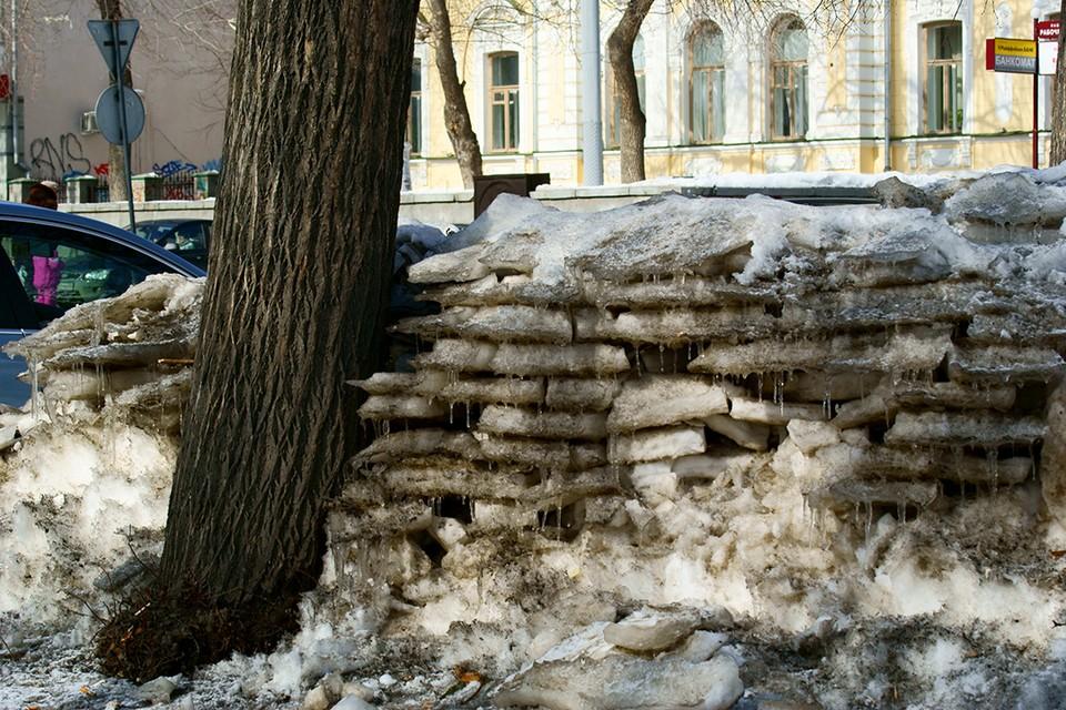 С каждым днем становится теплее, но снег будет таять еще долго.