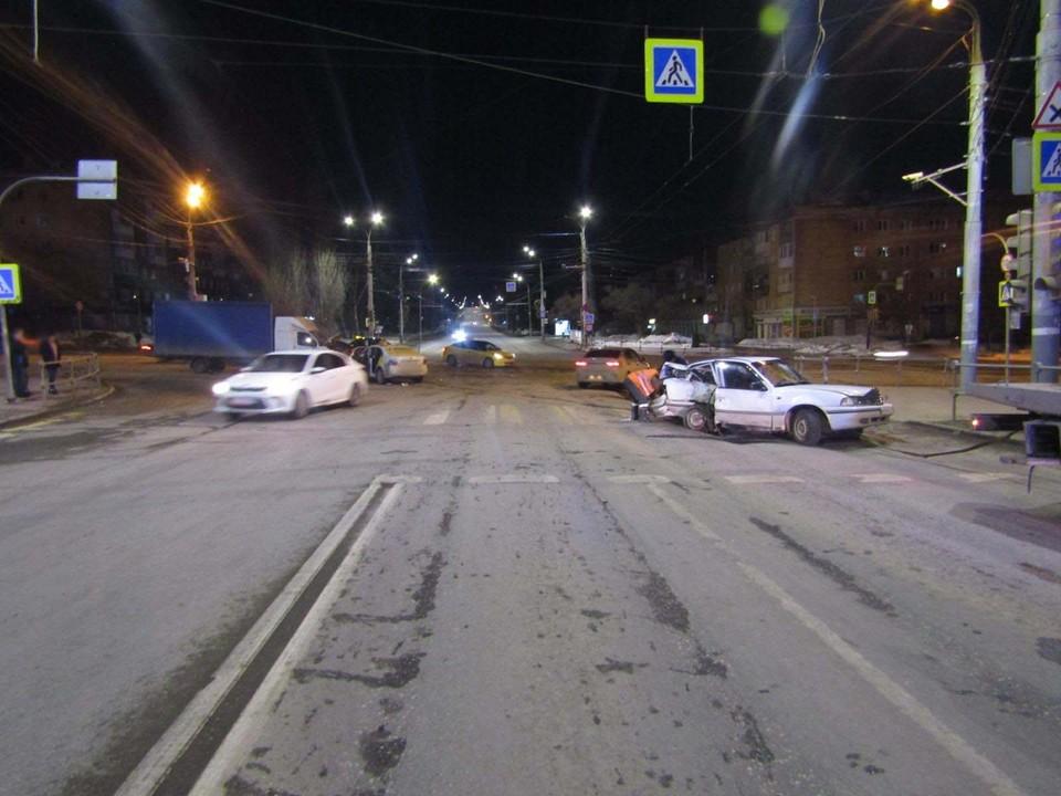 «Дэу-Нексия» проехала перекресток на Пушкинской в Ижевске на красный сигнал светофора
