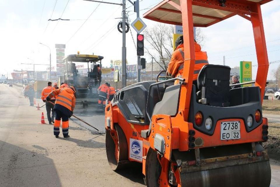 От брянских подрядчиков потребовали самостоятельно следить за состоянием дорог. Фото: пресс-служба Брянской областной думы.