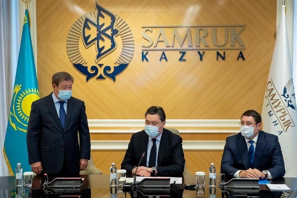 Елбасы поблагодарил Ахметжана Есимова за плодотворную деятельность.