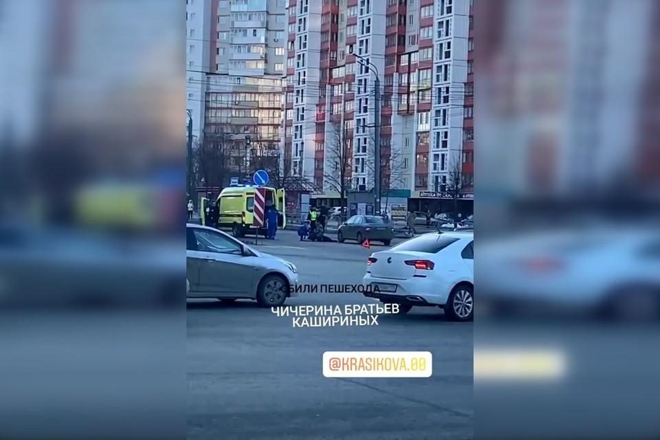 На место ДТп приехал реанимобиль. Фото: instagram.com/crashautochel/