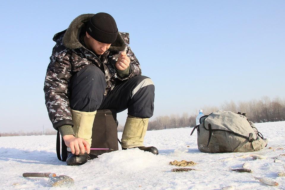 В Рыбинском водохранилище с каждым годом все меньше и меньше рыбы. Местные винят в беде энергетиков, которые по весне сбрасывают воду во избежание потопов.