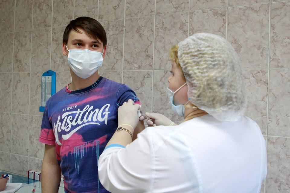 Омская область имеет 30 тысяч доз вакцины и ожидает поставку еще 45 800 доз препарата.