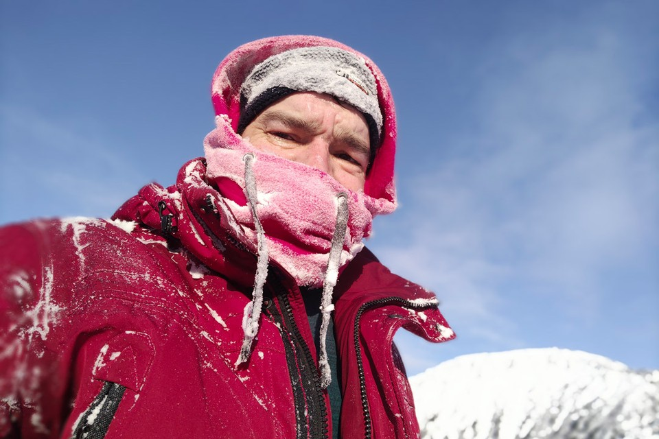 Несмотря на сорокоградусные морозы, которые стояли в горах, телу было тепло.