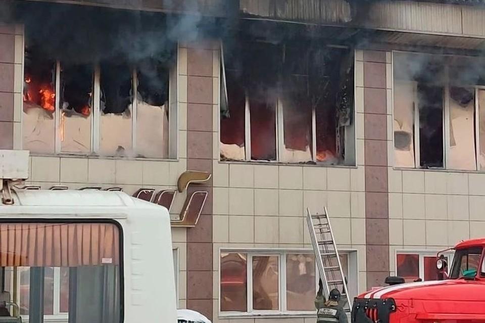 Пожар в в ТЦ Горно-Алтайска. Фото: Предоставлено очевидцами