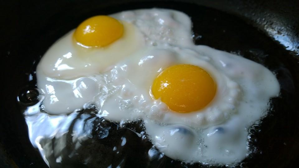 Цена на десяток яиц первой категории в Алматы не должна превышать 487 тенге