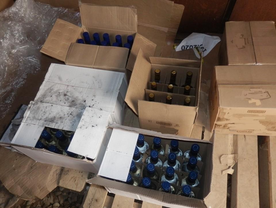 В Астрахани местных жителей подозревают в сбыте фальсифицированной алкогольной продукции, которая действительно могла угрожать здоровью потребителей