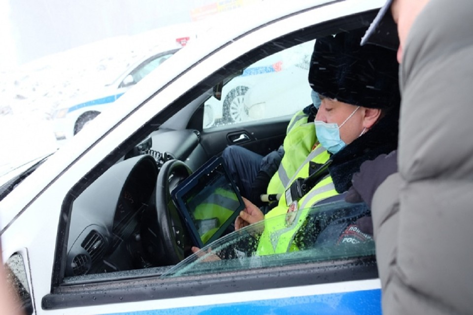 Новосибирские гаишники ловят нарушителей с помощью квадрокоптера. Фото: ГИБДД НСО.