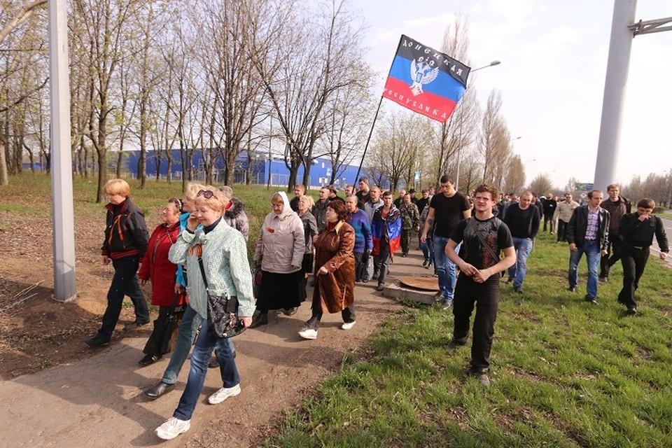 Марш мирных жителей в апреле 2014 года