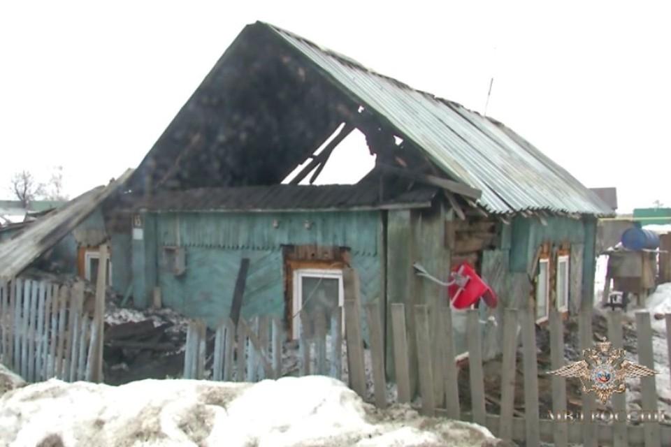 В этом могли погибнуть четверо детей и взрослые хозяева. Фото: МВД России.