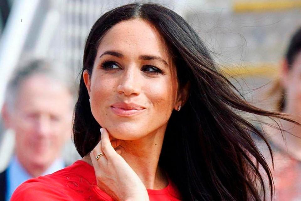 Биограф королевской семьи считает, что Меган не стоит в ближайшее время приезжать в Британию.