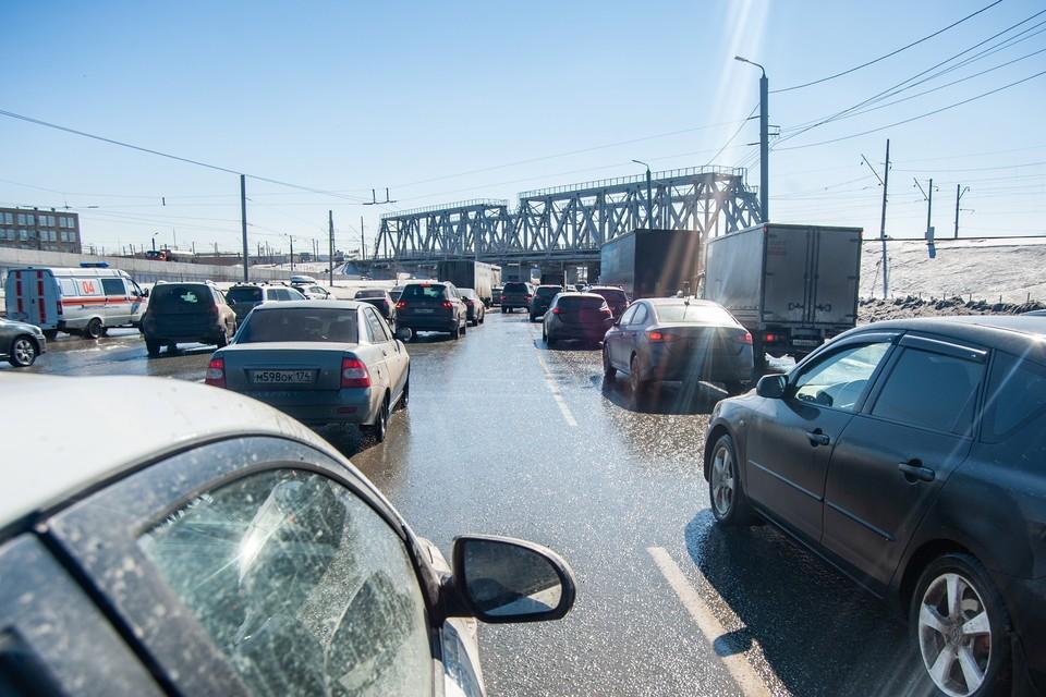С наступлением весны автомобилисты жалуются на ямы