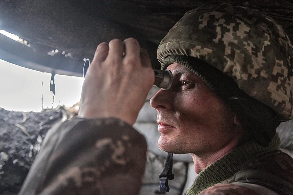 Украинский военнослужащий на позициях ВСУ в Донецкой области.
