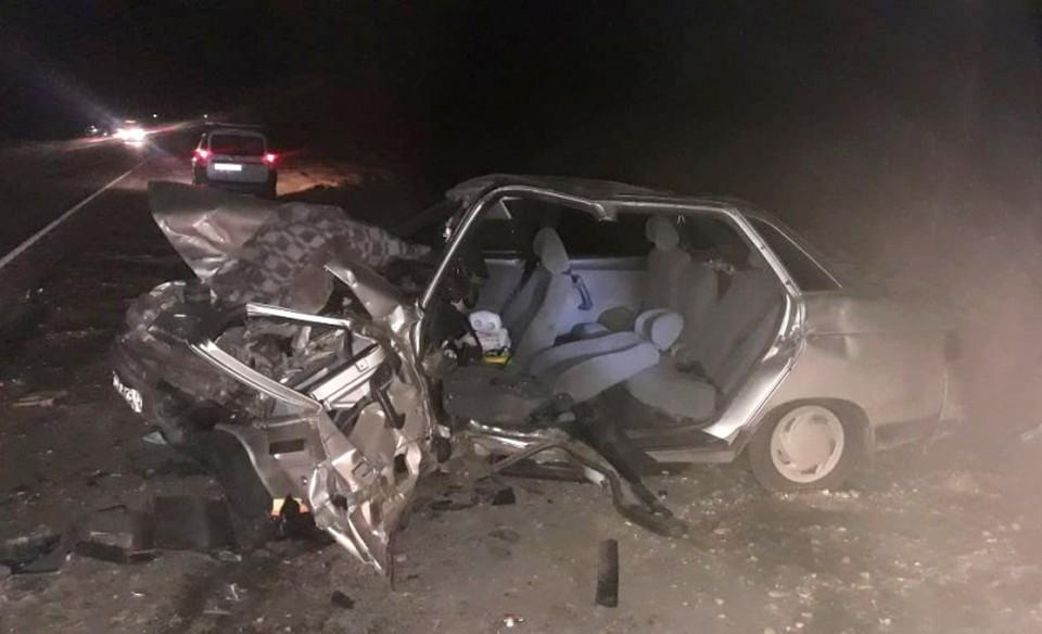В Астраханской области началась проверка по факту тройного ДТП со смертельным исходом, в котором погиб предполагаемый виновник аварии