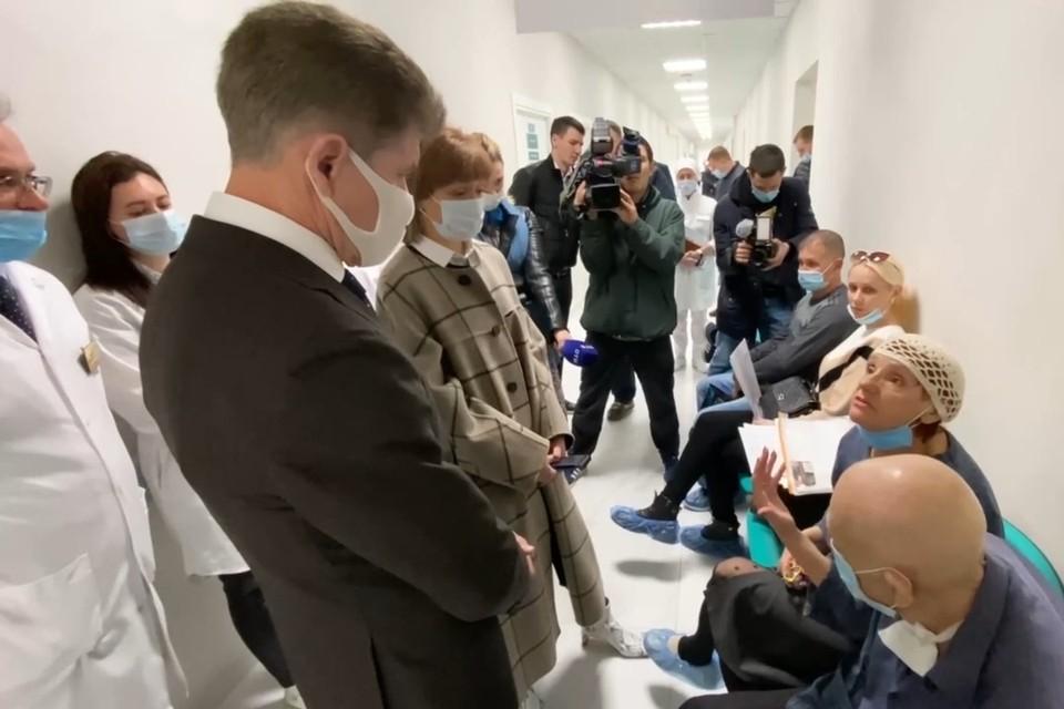 Губернатор Приморья посетил Приморский краевой онкологический диспансер. Скриншот видео: пресс-служба правительства Приморского края
