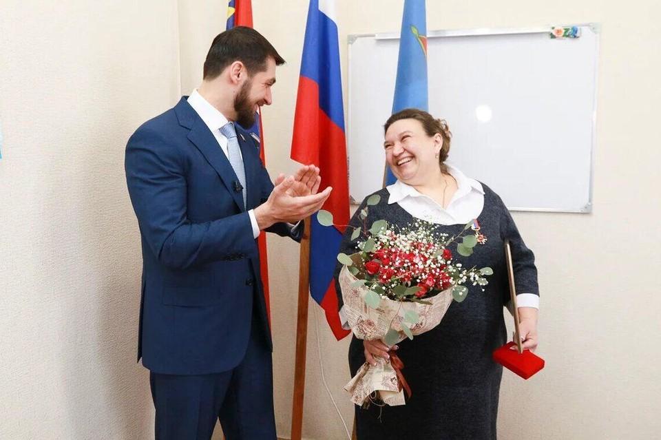 Вручение награды Альбине Агальцовой