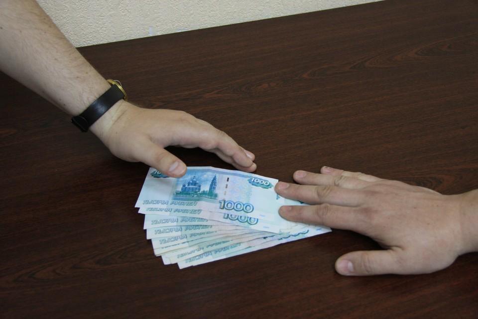 Кроме того, сотрудник налоговой незаконно получил более 50 тысяч рублей от другого предпринимателя