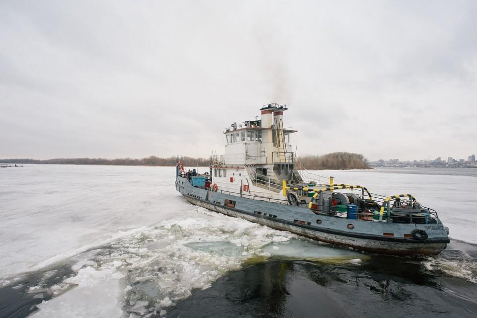 Ледокольные судна работают не в самом быстром темпе, но отлично справляются со своей задачей