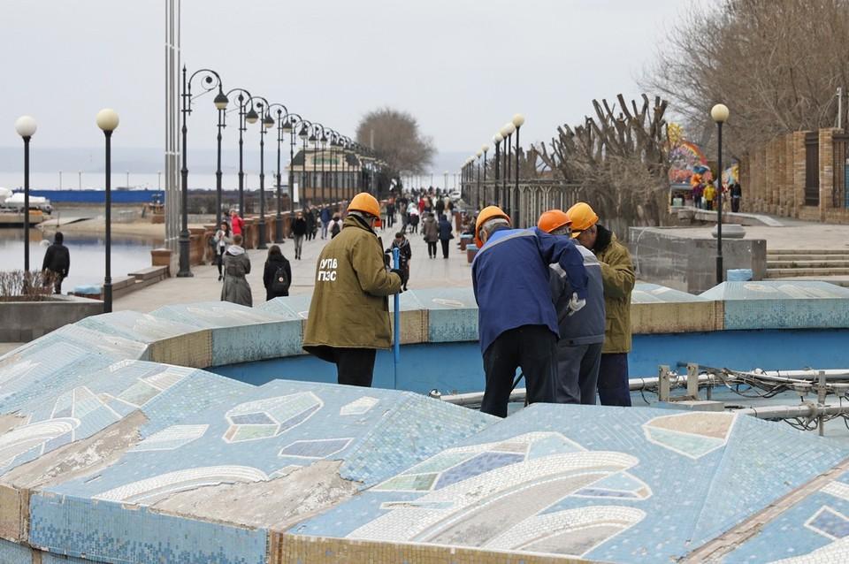 С фонтана на набережной Спортивной гавани сняли защитный каркас. Фото: пресс-служба МУПВ «Владивостокское предприятие электрических сетей»