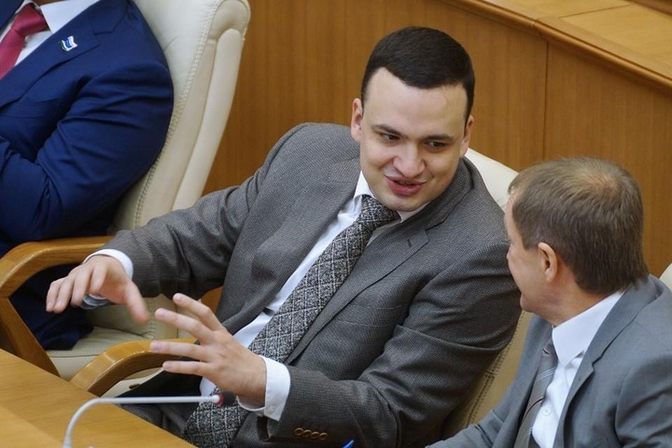 Депутат спел вместе с артистами Дома культуры