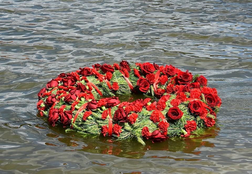 В Новороссийске мероприятия завершились спуском венков на воду. Фото: архив «КП»-Севастополь»