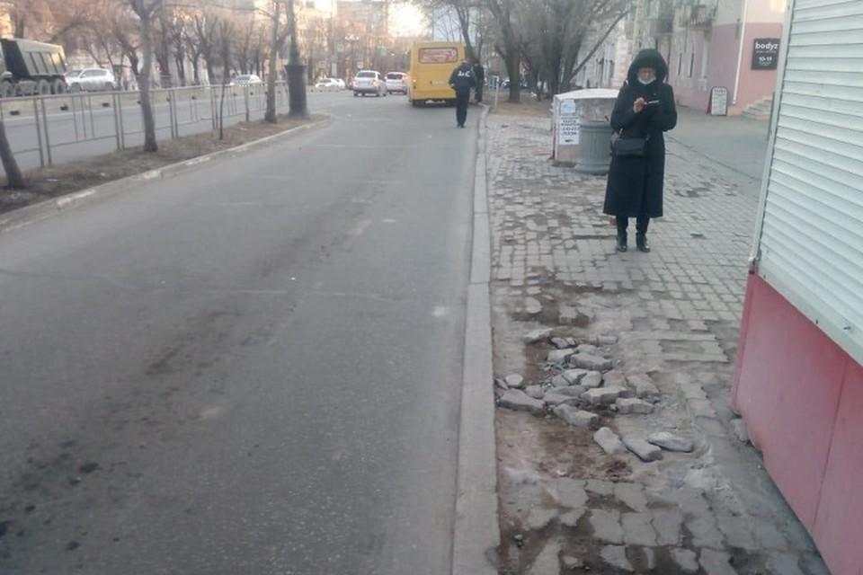 Автобус сбил ребенка на остановке в Хабаровске