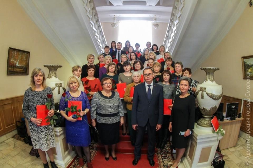 В Смоленске наградили 41 медработника Почетными грамотами города-героя. Фото: городская администрация.