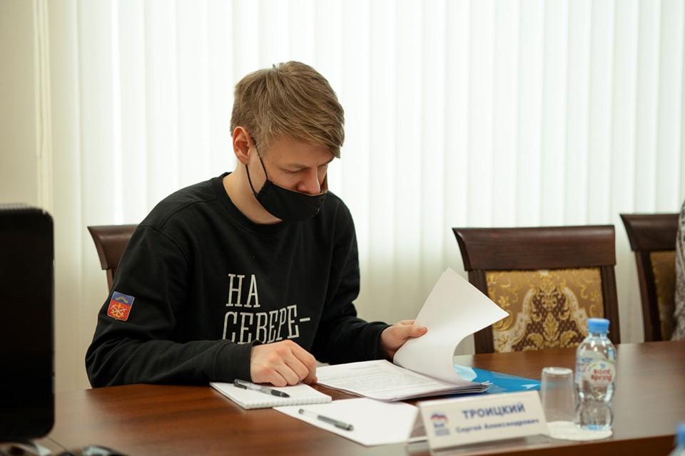 Предложение привлечь к участию в выборах как можно больше волонтеров ранее одобрил Владимир Путин. Фото: Пресс-служба ЕР