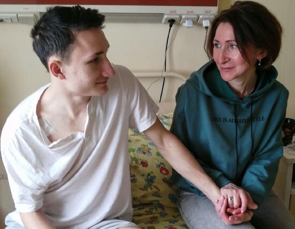 Подросток и его мама ждут результатов анализов, чтобы понять, какое дальнейшее лечение потребуется. Фото департамента здравоохранения ХМАО-Югры.