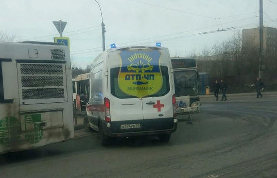 """Есть ли пострадавшие в аварии - пока не известно. Фото: """"Мурманск ДТП ЧП"""""""