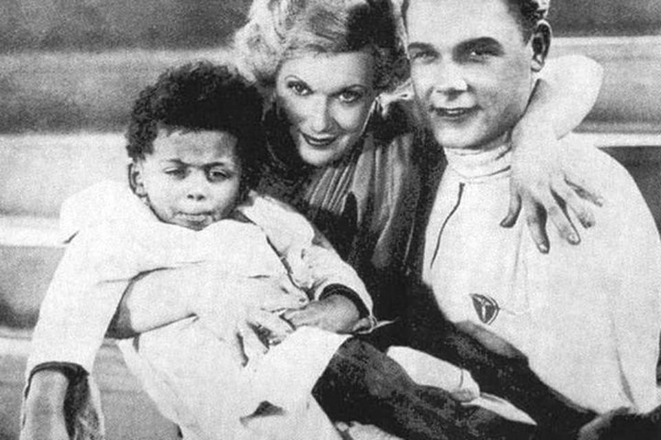 Маленький Джеймс Паттерсон в фильме «Цирк» 1936 года