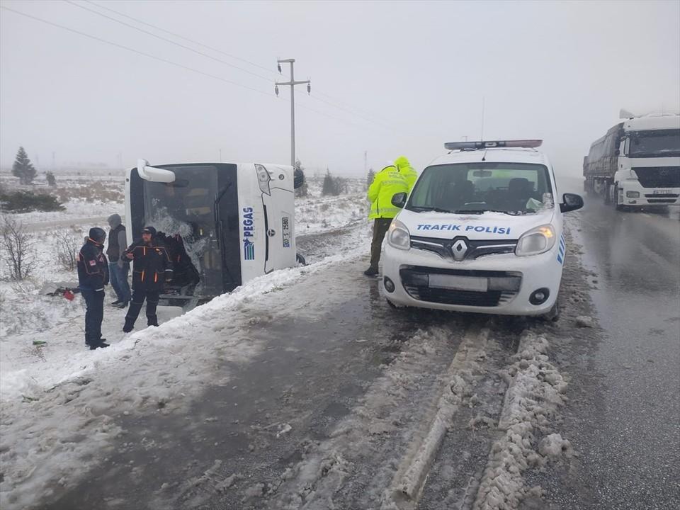 Стала известна личность погибшей в ДТП с туристическим автобусом в Турции 10 апреля 2021. Фото: полиция Турции