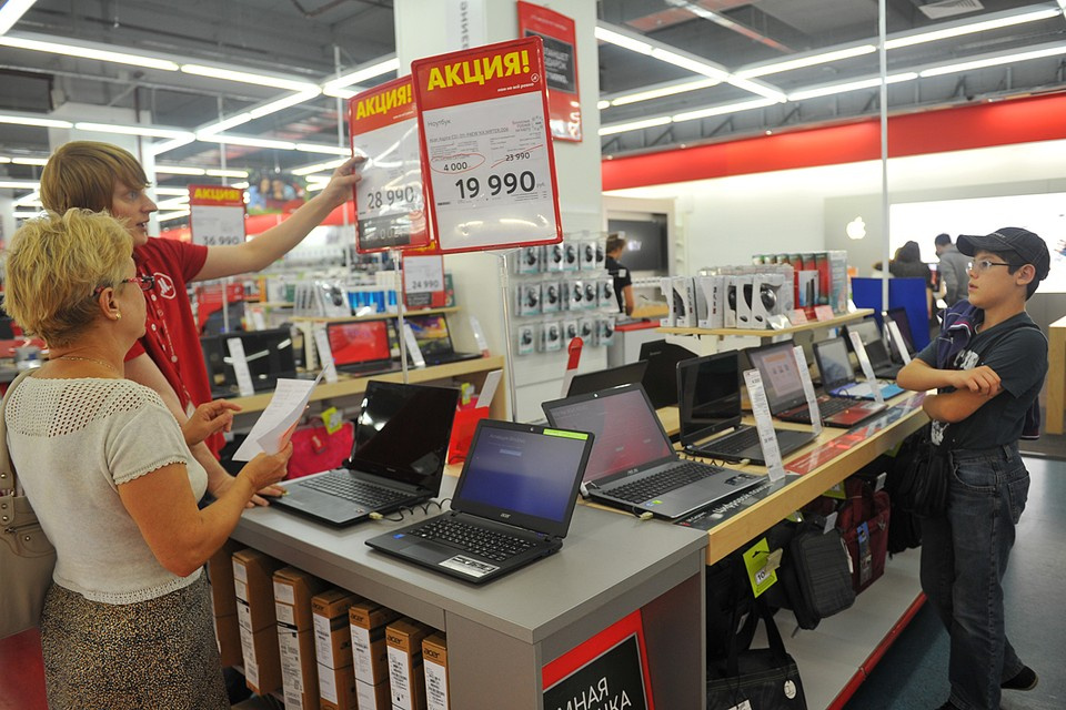 Если нет необходимости срочной покупки компьютера, нужно просто подождать падения цен, которое произойдет, однако пока никто не сможет сказать когда именно