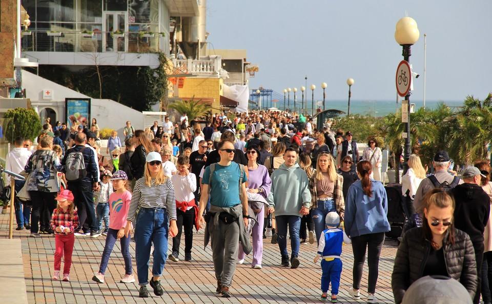 В Сочи, судя по числу туристов, курортный сезон начался в апреле
