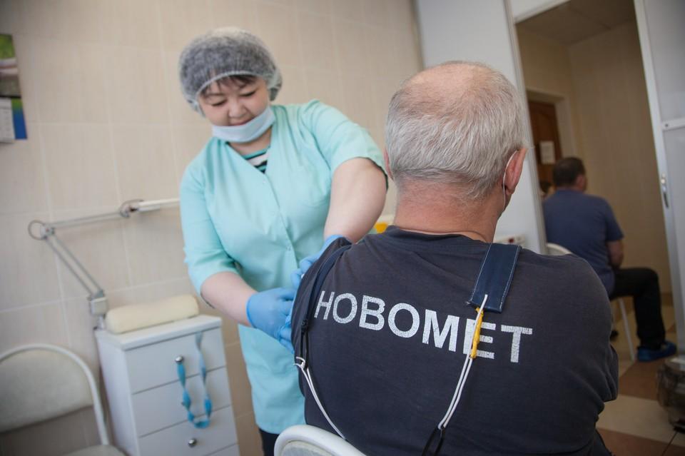 Иммунизацию сотрудники АО «Новомет-Пермь» проходят прямо на предприятии.