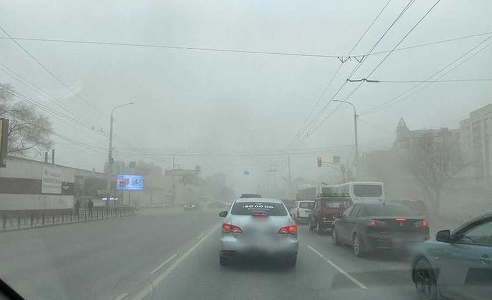 Омск накрыла пылевая буря. Фото: «Аварийный Омск»